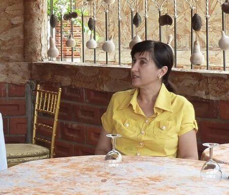 Maya cherche dialogue hard et plus